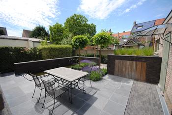 TuinOntwerpBureau De Keyser - Realisaties - Klassiek stadstuintje met vijver - Brugge