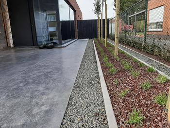 TuinOntwerpBureau De Keyser - Realisaties -Strakke tuin met zwembad - Maldegem